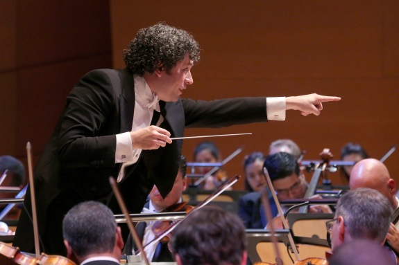 Gustavo Dudamel conducts the combined Simon Bolivar Symphony Orchestra of Venezuela and the Los Angeles Philharmonic in the opening night gala concert at Walt Disney Concert Hall on Sept. 29, 2015. Photo: Mathew Imaging